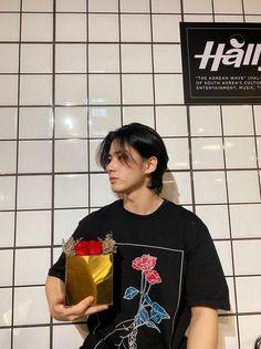 Cute Boy Pic, Cute Girls, Renz, Korean Wave, Aesthetic Boy, Poses For Men, Tumblr Boys, Ulzzang Boy, Jikook