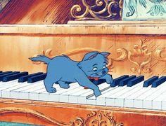 Berlioz! Cute Disney, Donald Duck, Disney Characters, Fictional Characters, Art, Art Background, Kunst, Performing Arts, Fantasy Characters