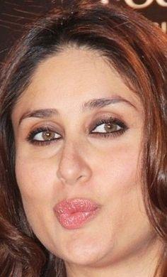 Bebo🤩🤩🤩😍😍 Most Beautiful Bollywood Actress, Indian Bollywood Actress, Hot Actresses, Indian Actresses, Kareena Kapoor Saree, Karena Kapoor, Priyanka Chopra Hot, Deepika Padukone Style, Actress Aishwarya Rai