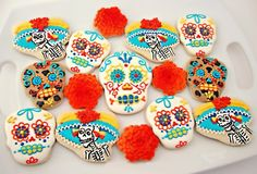 Day of the Dead - Dia de Los Muertos sugar skull cookies Cute Cookies, Cupcake Cookies, Sugar Cookies, Fall Cookies, Yummy Treats, Sweet Treats, Day Of The Dead Party, All Souls Day, Mexican Party