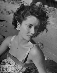Elizabeth Taylor at the beach, 1947. Click through for more sandy vintage beach images.