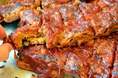 """husband has been vegetarian for over 15 years, yet he still answers """"ribs"""" when asked his favorite food. Last year for Father's Day I made him these juicy, chewy, meaty jackfru… Canned Jackfruit, Jackfruit Recipes, Jackfruit Ideas, Vegan Bbq Recipes, Whole Food Recipes, Cooking Recipes, Vegan Foods, Vegan Meals, Vegan Recipes"""