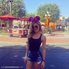 look-parque-diversoes-disney Fashion Outfits, Fashion Clothes, Photo And Video, Orlando, Instagram, Clothing, Quotes, Top, Style