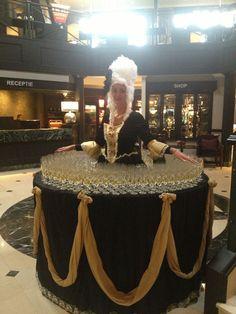 Onze champagne dame! Een orginele manier om jullie feestgasten te verwelkomen met een glas bubbels. Vraag naar de mogelijkheden binnen 1 van onze vestigingen. Dame, Captain Hat, Champagne, Dresses, Fashion, Vestidos, Moda, Gowns, Fasion
