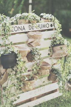 Las novias #innovias también cuidan el cigar corner en la boda. https://innovias.wordpress.com/2013/08/12/te-animas-a-poner-un-rincon-de-fumador-o-cigar-corner-en-tu-boda/