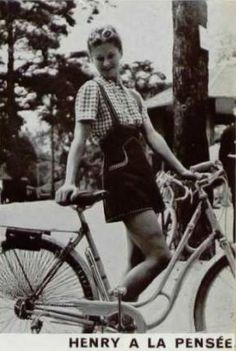 Venerable French fashion magazine L'Officiel has put their entire archive  online in a searchable database. What a gift to the fashion lover, right?  That's where I found this street style report on la journée de la  bicyclette, or bicycle day, from 1938.