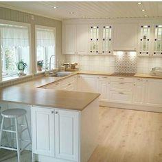 Redo Kitchen Cabinets, Kitchen Remodel, Home Decor Kitchen, Interior Design Kitchen, Elegant Kitchens, Home Goods Decor, Küchen Design, Apartment Interior, Kitchen Flooring