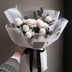 Flowers bouquet gift floral arrangements florists 23 ideas for 2019 Boquette Flowers, How To Wrap Flowers, Luxury Flowers, Flower Boxes, Wild Flowers, Planting Flowers, Wedding Flowers, Flower Bouquets, Flowers Garden