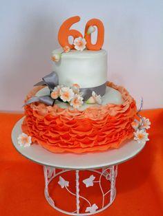 Bolo em tons de laranja e prata , 60 anos
