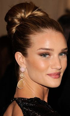 Rosie Huntington-Whiteleys Hair Looked Super Chic In This Slicked-Up Style, 201-