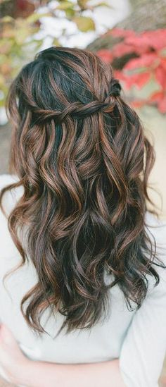 A great new hairstyle in a matter of minutes. Try out this simple tutorial for waterfall twist braids. You can make it at the comfort of your own home.
