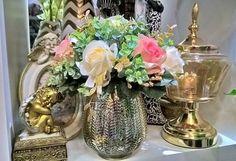 O Dourado traz destaque e e enriquece todos os ambientes...e com um arranjo desses fica melhor ainda!!! #sarahomedecor #presentes #decoracao #arranjos #vasos #flores #vasos #espelhado #estatua #dourado #cor #Timbó #SC #BR