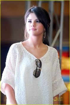 General picture of Selena Gomez - Photo 7665 of 11847 Selena Gomez Cute, Selena Gomez Hair, Selena Gomez Outfits, Selena Gomez Pictures, Selena Gomez Style, Mtv, Marie Gomez, Beauty Full Girl, Beautiful Actresses