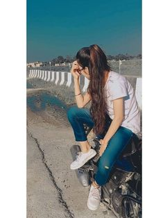 Cute Girl Poses, Cute Girl Photo, Beautiful Girl Photo, Beautiful Girl Image, Girl Photo Poses, Teenage Girl Photography, Photography Poses Women, Girl Photography Poses, Stylish Girls Photos