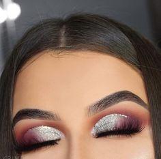 Christmas make up Makeup On Fleek, Kiss Makeup, Glitter Makeup, Glitter Eyeshadow, Eyeshadow Looks, Glam Makeup, Love Makeup, Simple Makeup, Makeup Inspo