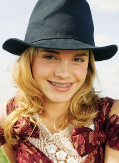 http://cdn1.teen.com/wp-content/uploads/2012/02/how-to-rock-braces-emma-watson_400x550.jpg