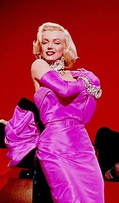 "Marilyn Monroe in a pink evening gown from ""Gentlemen Prefer Blondes"" Marilyn Monroe Outfits, Marilyn Monroe Portrait, Marylin Monroe, Hairstyles For Gowns, Vintage Hairstyles, Plus Formal Dresses, Marilyn Monroe Diamonds, 1950s Prom Dress, Victorian Ball Gowns"