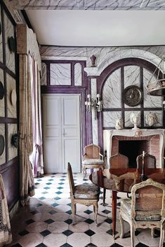 Juan Pablo Molyneux is the symbol of Art Decor Design Style. He is one of the most renowned interior designers in the world, thanks to his unique signature style. Molyneux is a committed classicist that created spirited interiors rooted in history without being historical recreations. Since the United States and France are two countries close to his heart, Molyneux maintains offices in both of them.
