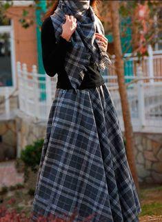 """Как выглядеть потрясающе после 50 лет? 15 секретов от Твигги - """" королевы индивидуальности"""" Scottish Clothing, Historical Clothing, Long Skirt Outfits, Cute Outfits, Eid Dresses, Elegant Dresses, Modest Fashion, Fashion Outfits, Womens Fashion"""