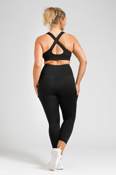 Flow Crop - Black – Active Truth™ Workout Session, Summer Wardrobe, Perfect Fit, Flow, Tights, Pockets, Crop Tops, Stylish, Model