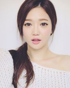 Korean Makeup So pretty the way her face is! White and flawless