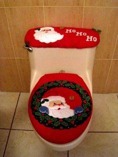 Juego de baño Christmas Humor, All Things Christmas, Christmas Holidays, Christmas Ornaments, Christmas Bathroom Sets, Unique Christmas Decorations, Holiday Crochet, Christmas Sewing, Diy Bathroom Decor