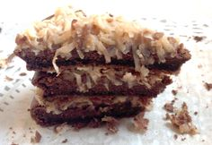 Sugar Free Diabetic German Chocolate Cake with Coconut Pecan Frosting Sugar Free German Chocolate Cake Recipe, German Chocolate Frosting, Chocolate Roll Cake, Diabetic Chocolate Cake, Chocolate Cheesecake, Sugar Free Deserts, Sugar Free Treats, Sugar Free Recipes, Diabetic Cake Recipes