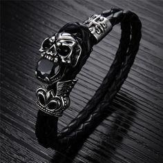Jewelrywe Bijoux-Bague Anneau Homme Gothique Figurine Cr/âne-T/ête de Mort Croix-Acier Inoxydable-Noir Or avec Sac Cadeau