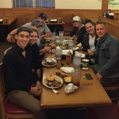 Theres a seat for everyone at Sonnys! Thanks for the photo @rachelaclingen.