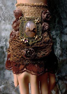 Здравствуйте, друзья! Так как я давно и страстно увлечена рукоделаньем (как это будет по-русски? ) браслетиков и сама очень люблю носить браслеты, то у меня, конечно же, накопилась большая подборка интересных, на мой взгляд, фотоматериалов на эту тему. Браслеты в подборке, в основном, текстильные, скорее летние, немного бохо, немного шебби... Возможно, Вас, как и меня, они вдохновят на создание своих работ.