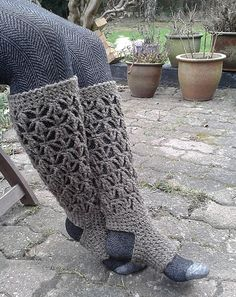 Knitted leg warmers. Free pattern on Ravelry