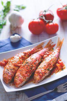 Le triglie alla livornese sono un piatto a base di pesce semplice e dal sapore inconfondibile! #Giallozafferano #recipe #ricetta #fish #pesce #seafood