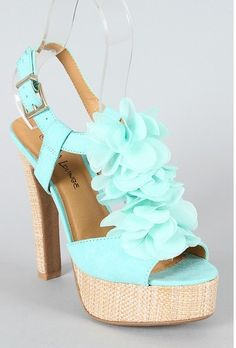I love these shoes, the color and the flowers :)
