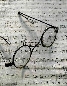 Schubert's eyeglasses and the manuscript ofGretchen am Spinnrade, Schubert Museum, Vienna.          :-)