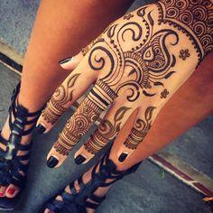 henna                                                                                                                                                      Mais