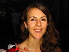 Nicole Ferroni dénonce avec humour et brio les banques qui ponctionnent les morts Entourage, Social Workers, Fire, Humor, Kid, Psychology