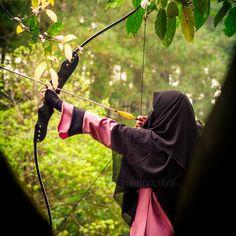 Malam adalah karunia, karna didalamnya Alloh khususkan waktu, dimana doa yang dipanjatkan, akan melsat langsung ke arsy seperti anak panah yang tepat sasaran, . Relakah, jika waktu istimewa itu dilewatkan begitu saja hanya karna nyaman dipelukan mimpi? sedang kesempatan merealisasikanya hanya tinggal menengadahkan tangan dalam lirihan doa dari hati? . . #Lensa #Muslimah Dari Sudut Yang Indah .  Like,  Share and Tag 5 Sahabat Muslimahmu .  Follow  @LensaMuslimahID  Follow  @LensaMuslim...
