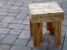 Taboret z palet/ Small pallet stool - Wooden Pallet Furniture Pallet Stool, Wooden Pallet Furniture, Wood Stool, Diy Wood Projects, Furniture Projects, Wood Crafts, Woodworking Projects, Woodworking Wood, Pallet Barn