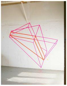 Masking tape op de muur