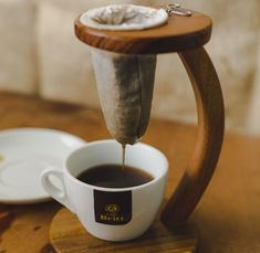 The Chorreador is a brewing method that has been used in Costa Rica for hundreds of years. It is the best way to brew coffee. So what exactly is a chorreador? Coffee Shop Bar, Coffee Shop Design, Cafe Design, Best Coffee, My Coffee, Coffee Drinks, Coffee Maker, Coffee Stands, Coffee Accessories