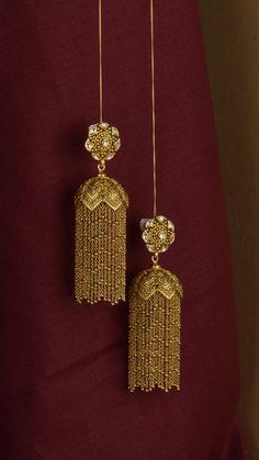Gold Jhumka Earrings, Indian Jewelry Earrings, Jewelry Design Earrings, Gold Earrings Designs, Antique Earrings, Statement Earrings, Bridal Jewelry, Gold Bangles Design, Gold Jewellery Design
