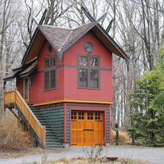 It's just a one car garage with a loft.  http://www.houzz.com/photos/1354754/Edgewood-eclectic-garage-and-shed-new-york