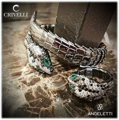 Diamanti bianchi e neri con smeraldi a dare un tocco di colore.  Crivelli gioielli da Angeletti, Via Bocca di Leone- Roma