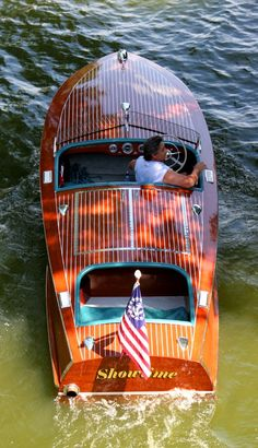 chris craft. I would love to have a boat like this.