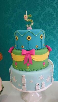 bolo de três andares decorado com Fronzen Fever