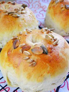 Maślane bułki śniadaniowe | sio-smutki! Monika od kuchni Bagel, Bread, Food, Brot, Essen, Baking, Meals, Breads, Buns