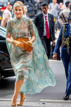 King Willem-Alexander of The Netherlands and Queen Maxima of The Netherlands during a wreath laying ceremony at the remembrance field Kalibata on March 2020 in Jakarta, Indonesia. The Dutch King and Queen are in Indonesia for their 4 day State Visit. Godmother Dress, Dutch Queen, Estilo Real, Cinderella Dresses, Remembrance Day, Queen Maxima, Classy Dress, Royal Fashion, Netherlands