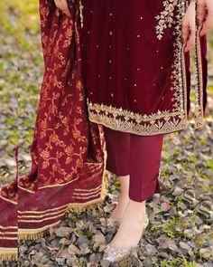 Beautiful Pakistani Dresses, Pakistani Dresses Casual, Pakistani Dress Design, Shadi Dresses, Pakistani Couture, Pakistani Suits, Formal Dresses, Wedding Dresses, Fancy Dress Design
