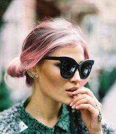 1Ecco le nuove tendenze capelli colorati per la primavera/estate 2015: dalle sfumature rosa pastello o lilla al total look viola o verde!