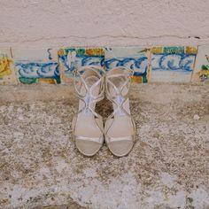 Bride shoes  #julieybrunosecasan #cuentibodas // Foto de @raquelbenito_ // www.bodasdecuento.com